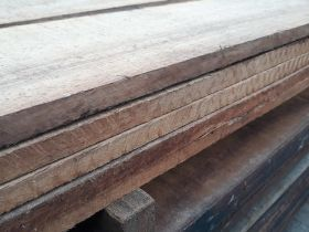 Hardhouten plank
